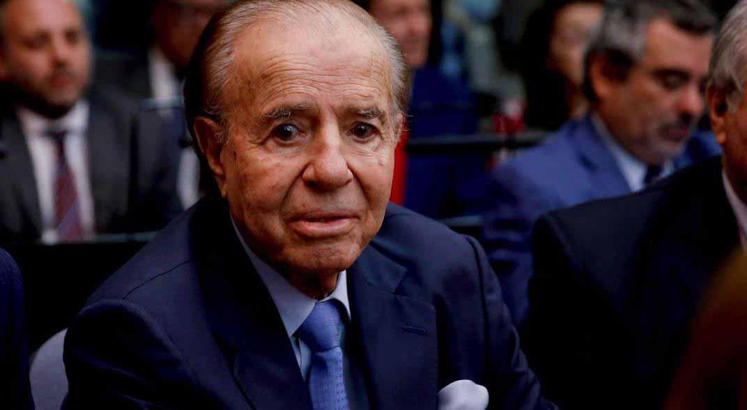 Menem sigue  internado en  estado delicado